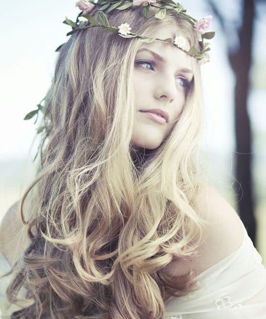 Resultado de imagem para bride loose beach hair